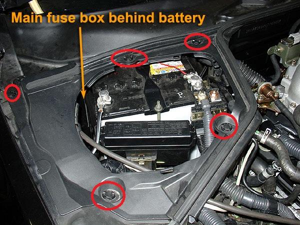 2004 nissan 350z fuse box location changer la batterie 2004 nissan maxima fuse box location